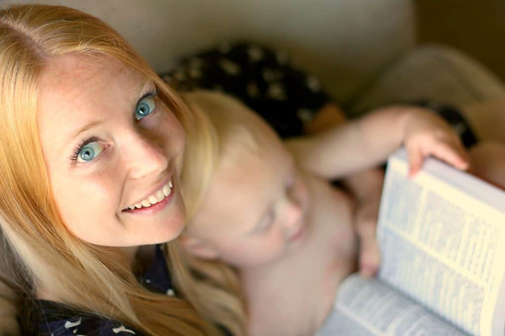 Help your kids know how to start reading the bible—simply by modeling it for them! This is just one of the benefits to reading the bible!